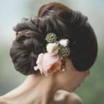 Прически с живыми цветами