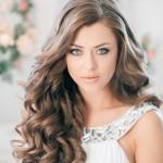 Варианты причесок на распущенных волосах